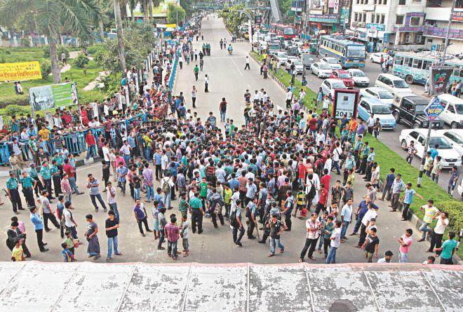 5 hurt as DU, BUET students clash