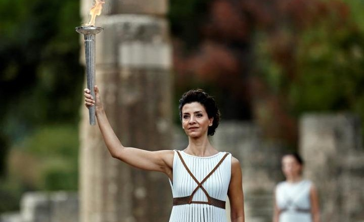 Greece hands Olympic torch to Pyoengchang