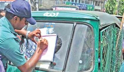 Traffic police desperate to file cases against vehicles