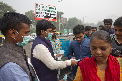 New Delhi residents offered masks as the city chokes on smog