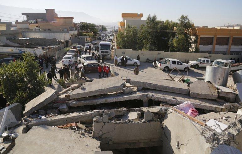 Iran-Iraq quake death toll rises to 328 (Videos)