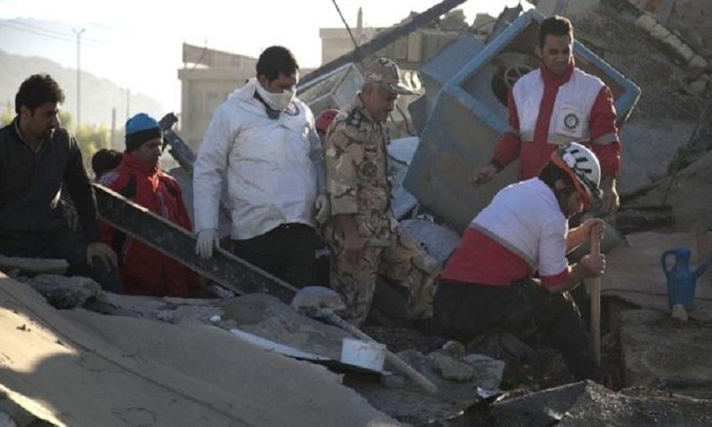 Iran quake survivors seek shelter as death toll rises