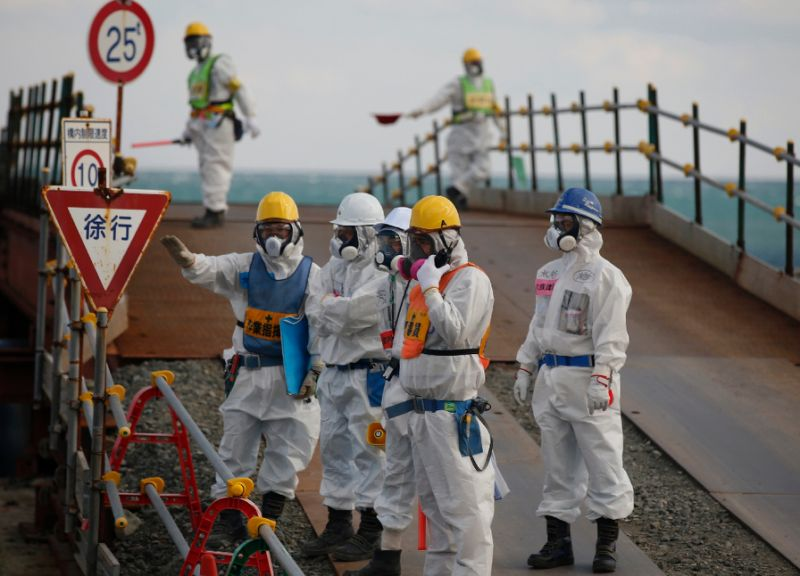 Fuel removal device installed at meltdown-hit Fukushima reactor