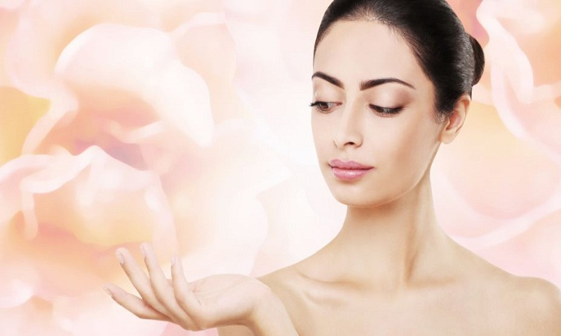 Get healthy skin with rose water, oatmeal powder
