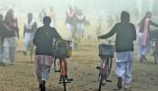 Delhi schools reopen despite smog