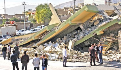 Over 450 die as quake hits Iran-Iraq border