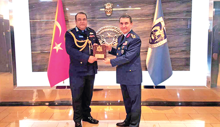 Chief of Air Staff of Bangladesh Air Force Air Chief Marshal Abu Esrar exchanges crests with Turkey Air Force Commander