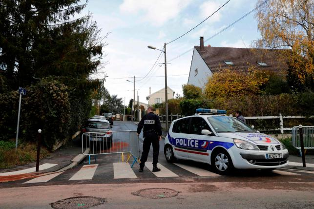 French police officer commits suicide after killing 3