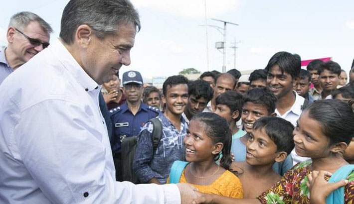 FMs of 3 countries visit Rohingya camps