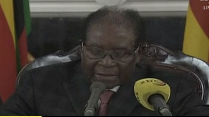 Zimbabwe's Robert Mugabe vows to stay on despite army pressure