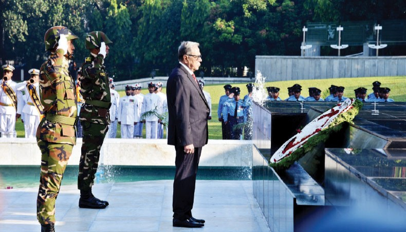 President, Prime Minister pay tribute at 'Shikha Anirban' on Armed Forces Day