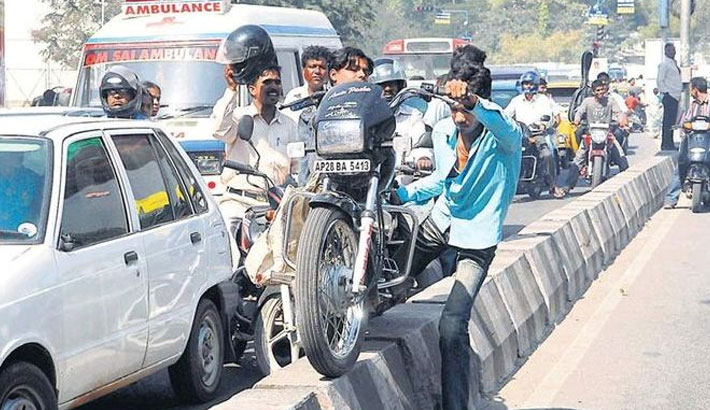 Violation of traffic rules still rampant