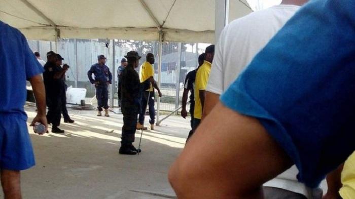 PNG police enter Manus asylum centre, Australia confirms