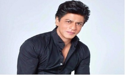 "Shah Rukh Khan says he is ""shy"" and ""scared"" of women"