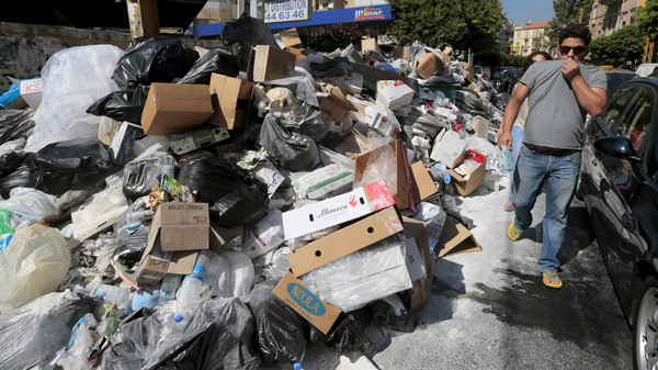 Clean-up dives, recycling: Lebanese respond to garbage crisis