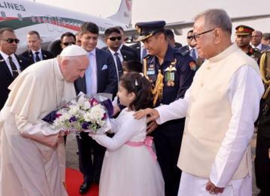 Pope Francis accorded red carpet reception