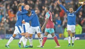 Rooney lifts Everton, Sterling rescues City