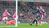 Man Utd stun Arsenal in thriller, Spurs slip again