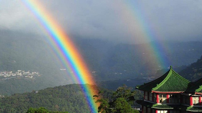 Taiwan rainbow 'lasts record-breaking nine hours'