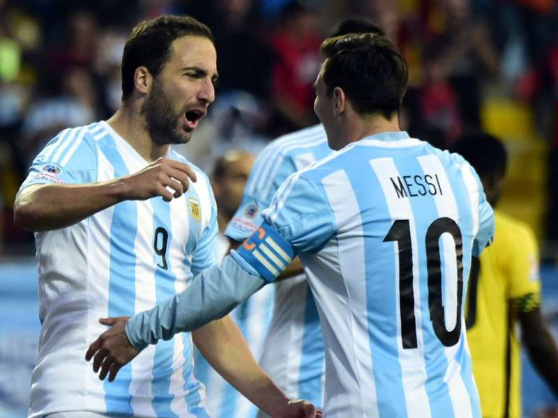 Messi wants Higuain playing for Argentina at the World Cup