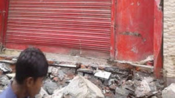 RAJUK evicts 12 shops from residential buildings at Uttara