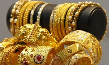 Gold prices drop in local market