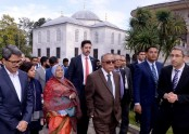 President visits Topkapi museum, Blue Mosque in Istanbul