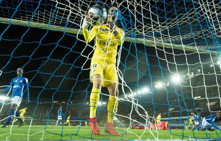 Neymar-less PSG cruise into League Cup quarters