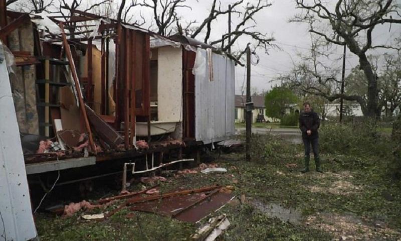 Hurricane Harvey rainfall 'weighed 127bn tonnes'