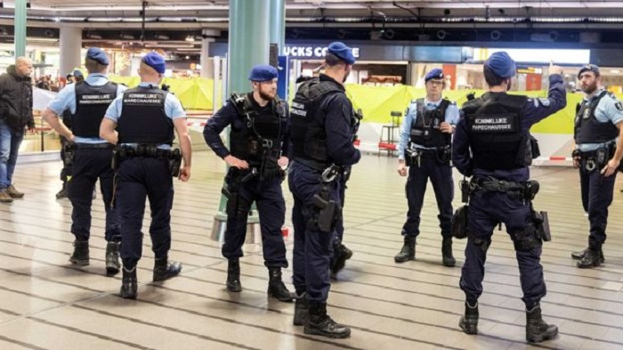 Dutch police shot a man with knife at Schiphol airport