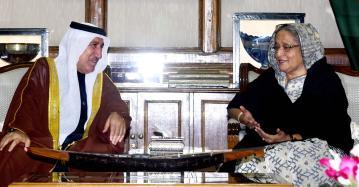 Prime Minister urges UAE to invest in Special Economic Zones