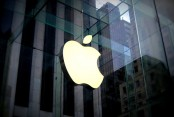 Weak Apple dents US stocks; retailers rise on strong holiday sales