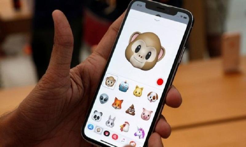 Apple apologises for iPhone slowdowns
