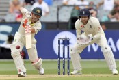 Australia battle to save Ashes test against England