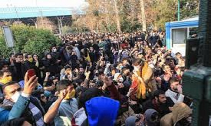 Iran protests: Violence on third day of demonstrations