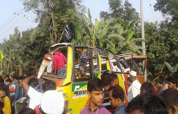 Four killed, 26 injured in Bogra road crash