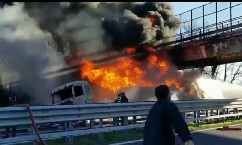 Italy motorway crash: Six dead as tanker explodes near Brescia