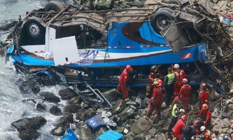 Peru Pasamayo: 48 killed as coach plunges off cliff