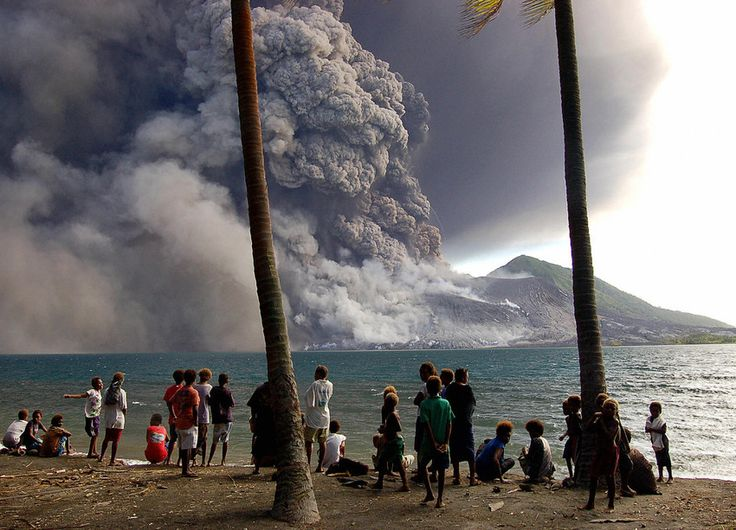 Hundreds evacuated as Papua New Guinea volcano erupts