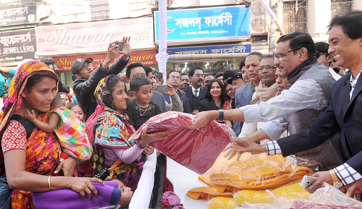Awami League dispatches team to North to distribute warm clothes