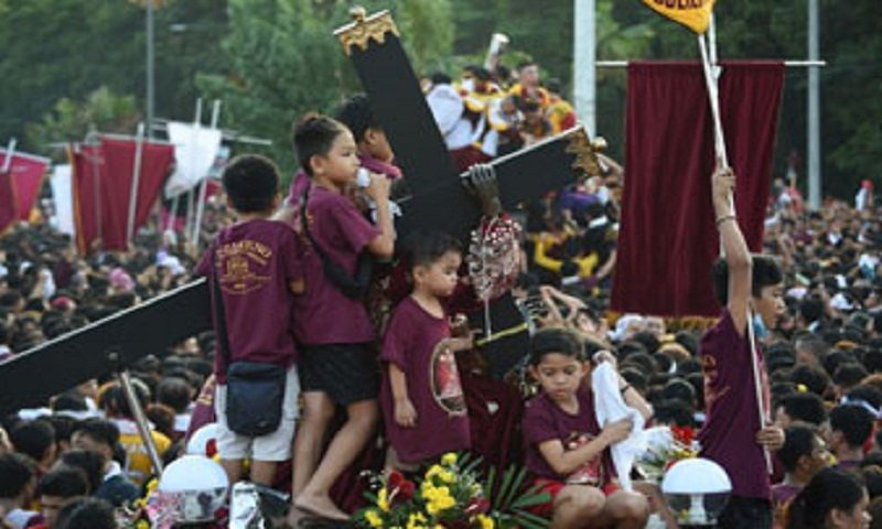 1 killed, 800 injured in Philippine Catholic parade