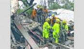 California mudslides demolish homes, 13 die