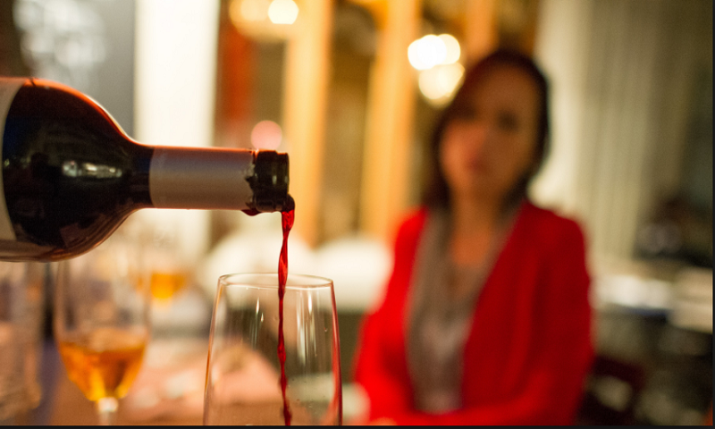 Sri Lanka lifts ban on women buying, selling alcohol