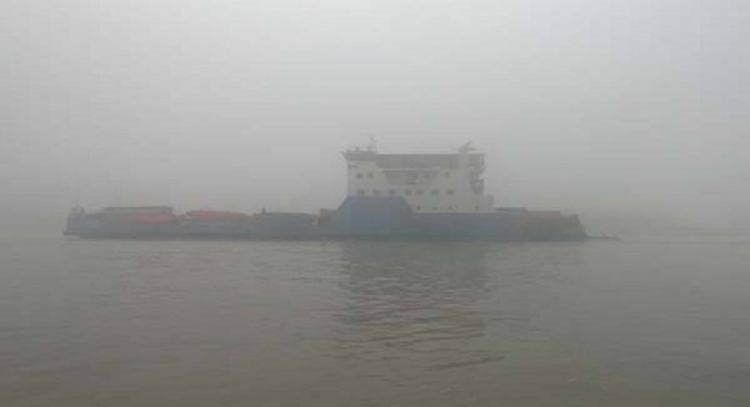 Heavy fog hits ferry services on Paturia-Daulatdia route