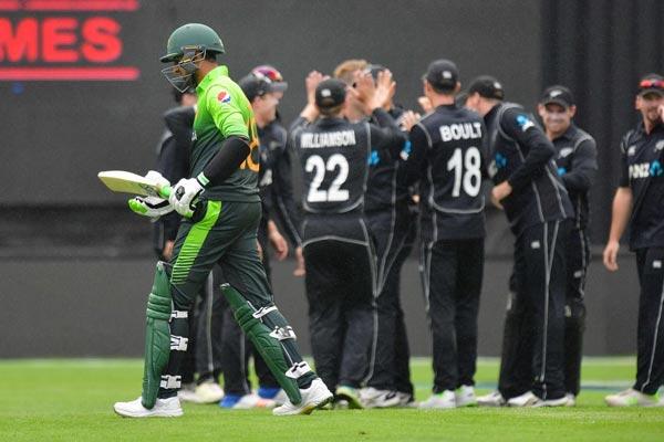 New Zealand thrash Pakistan by 183 runs in 3rd ODI, win series