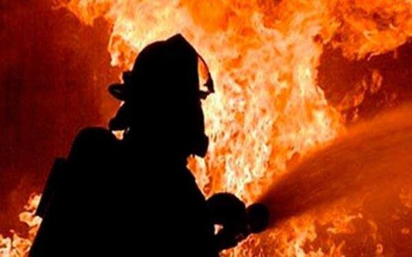 Moghbazar building catches fire