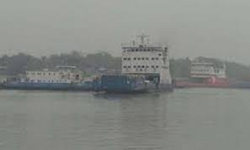 Heavy fog halts Paturia-Daulatdia ferry services