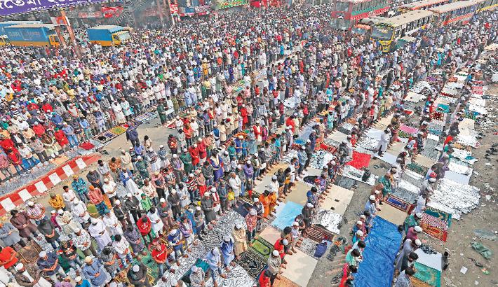 Thousands of Muslim devotees offer Zuma prayers