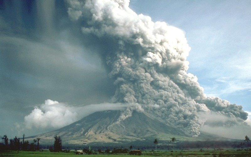 Philippines raises alert level for Mayon volcano