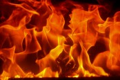 Building catches fire in Tejkunipara